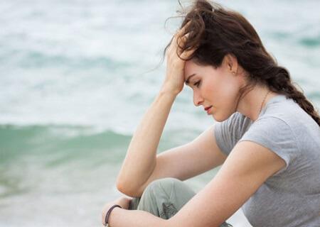 Âm đạo bị ngứa ra nhiều huyết trắng ảnh hưởng đến sinh hoạt của nữ giới