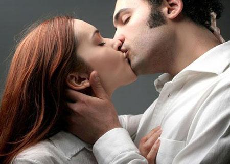 hôn nhau có lây sùi mào gà không