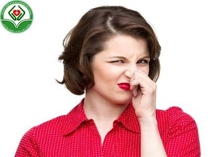 Nguyên nhân khí hư có mùi chua