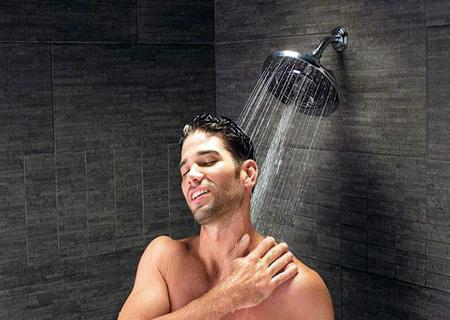 Nam giới cần lưu ý tắm sau khi thực hiện cắt bao quy đầu