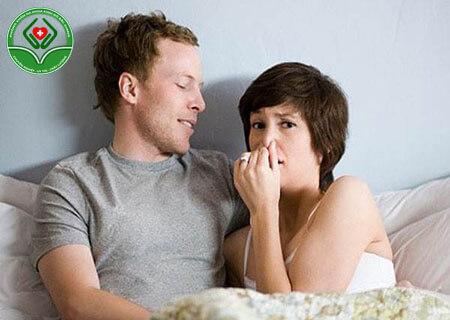 Bệnh hôi vùng kín có nên quan hệ không